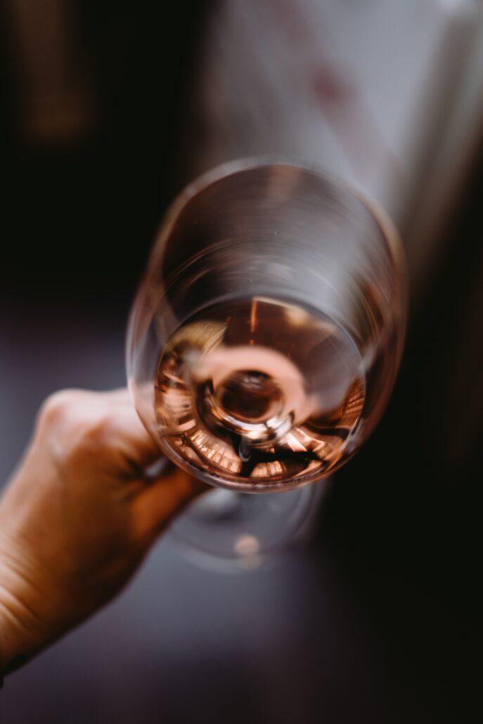 Alkoholismus jako honba za příjemnými pocity.