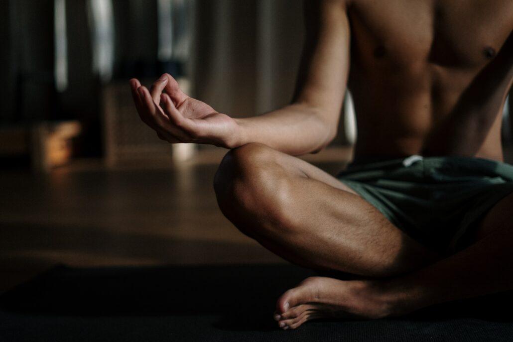 meditace napomáhá snížení úzkosti a strachu